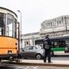 Investita dal tram a Milano: ventiseienne in fin di vita