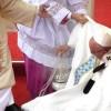 Brutta caduta per Papa Francesco prima della messa a Czestochowa (video)