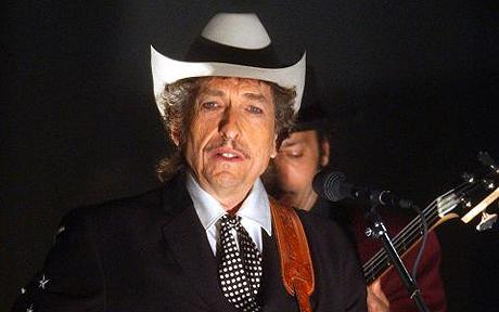 """DYLAN...Bob Dylan performs """"Cry A While"""" at the 44th annual Grammy Awards, Wednesday, Feb. 27, 2002, in Los Angeles. (AP Photo/Kevork Djansezian)"""