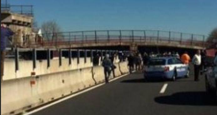 E' crollato un ponte sull'autostrada A14 Due morti e due operai gravissimi